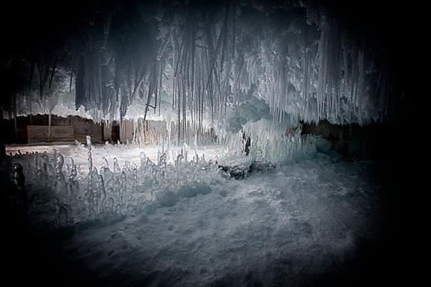 ψυγείο φωτογραφίες Σπίτι παγωμένο ξεπαγώνοντας κτήριο
